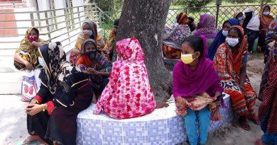 ঝালকাঠিতে ত্রানের জন্য হাহাকার, দিনভর অপেক্ষায় কর্মহীন বেকার পরিবার