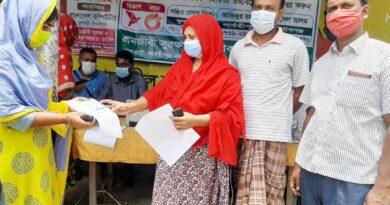 দিনাজপুরের ফুলবাড়ীতে বিনামূল্যে কোভিড-১৯ ভ্যাকসিন নিবন্ধন সহায়তা প্রদান